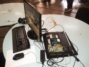 Un laptop cu aerisire
