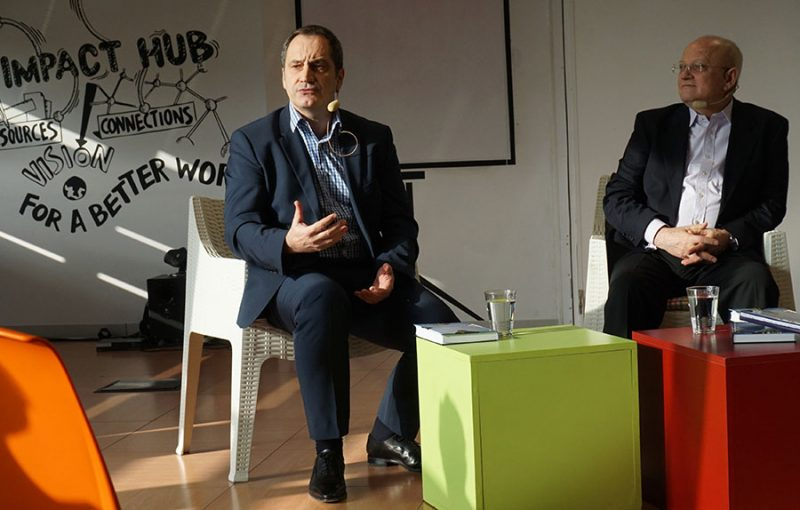 Raoul Ross (GM ALU România) și Prof. Dr. Lazăr Vlăsceanu (dreapta)